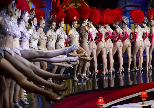 El 7 de noviembre de 2014, las bailarinas del famoso cabaret Moulin Rouge de París batieron el 'récord de cancán'