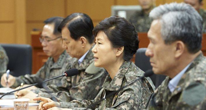 Presidente de República de Corea, Park Geun-hye, y los dirigentes militares