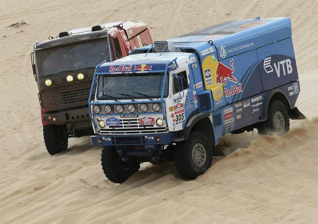 Automóvil Kamaz durante el rally internacional Ruta de la Seda (archivo)