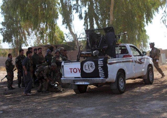 Militantes de Peshmerga cerca de un vehículo del EI en Irak, el 26 de agosto, 2015