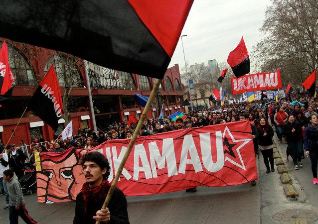 Estudiantes marchan contra la política de la educación universitaria en Santiago de Chile