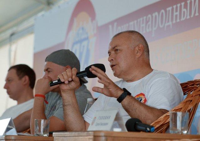 Organizadores de Koktebel Jazz Party Dmitri Kiseliov (dcha.), Mijaíl Ikónnikov y Yakov Okun