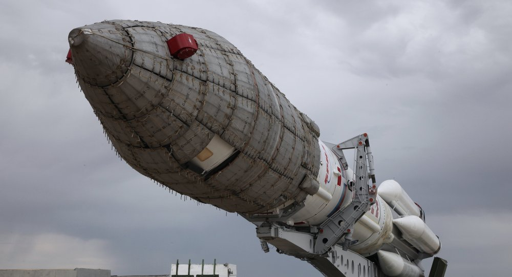Cohete Protón-M en el cosmódromo de Baikonur