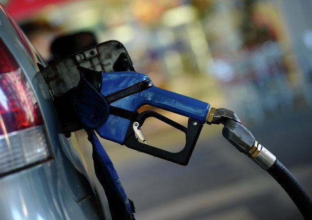 Pistola de abastecimiento en una gasolinera (imagen referencial)