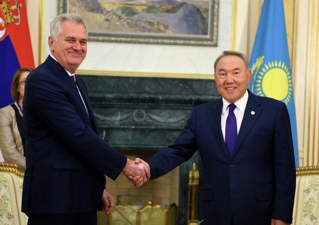 Presidente de Serbia, Tomislav Nikolic y presidente de Kazajistán, Nursultán Nazarbáev