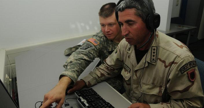 Militares de EEUU y Albania durante el curso de entrenamiento de la OTAN (archivo)