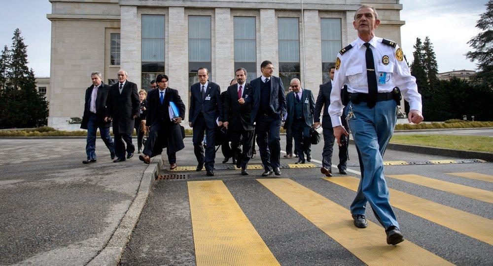 Delegación de la oposición siria durante negociaciones en oficina de la ONU en Ginebra (archivo)