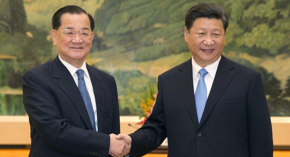 El presidente de República Popular de China, Xi Jinping, y expresidente del Kuomintang, Lien Chan