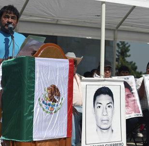 Manifestación en conmemoración de estudiantes asesinados de Ayotzinapa