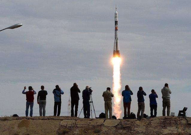 Cohete Soyuz despega con nueva expedición a la EEI