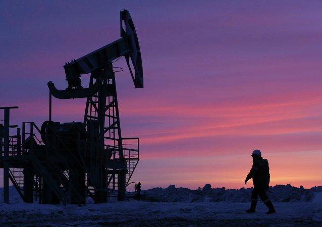 Extracción de petróleo en Rusia (imagen referencial)