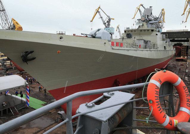 Botadura del patrullero lanzamisiles Almirante Makárov