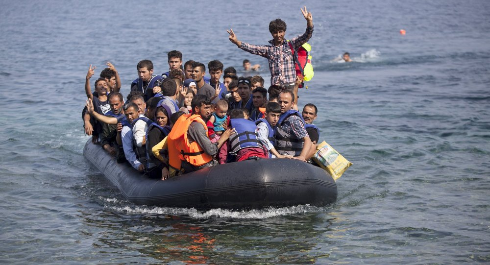 Refugiados sirios y afganos llegan a Grecia