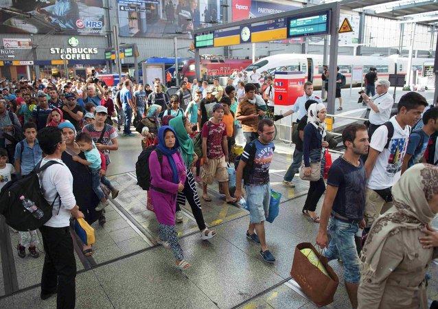 Migrantes en el estación de ferrocarril en Munich, Alemania