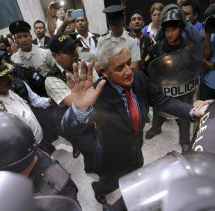 Expresidente de Guatemala, Otto Pérez Molina, sale de la Corte Suprema de Justicia, el 3 de septiembre de 2015