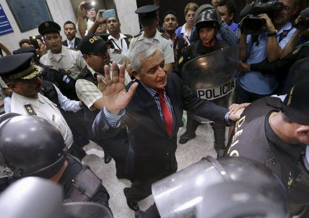 Expresidente de Guatemala, Otto Pérez Molina, sale de la Corte Suprema de Justicia