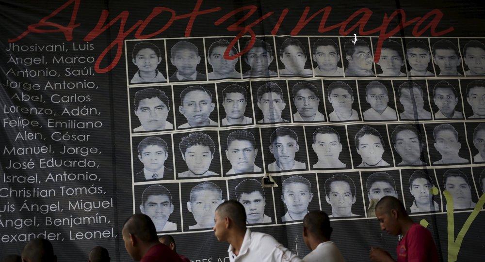 Retratos de los 43 estudiantes desaparecidos en Ayotzinapa