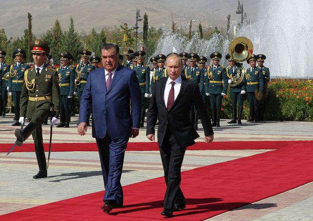 Vladímir Putin, Presidente de Rusia y Emomali Rahmón, Presidente de Tayikistán