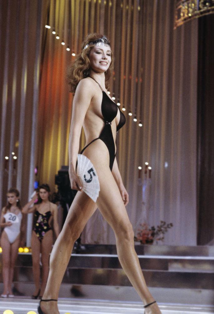 La merecedora del tercer lugar del Primer concurso de belleza Miss URSS 89, Ekaterina Mescheriakova de la región de Perm