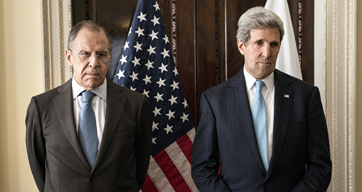 Ministro de Exteriores de Rusia, Serguéi Lavrov, y secretario de estado de EEUU, John Kerry