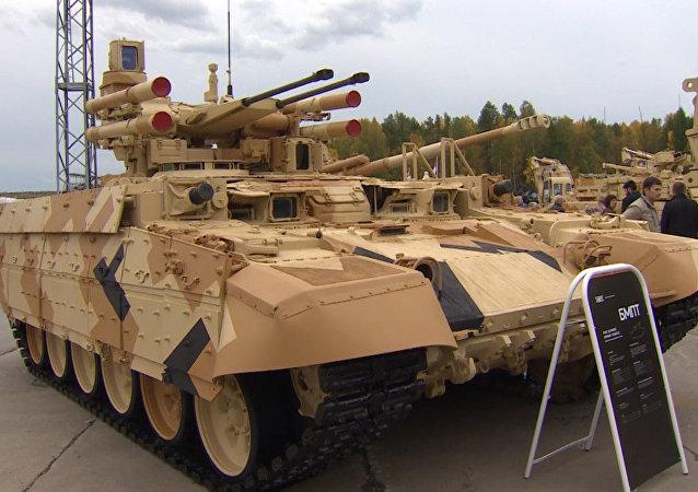 Russia Arms Expo 2015: Terminator-2, véhicule de soutien de chars