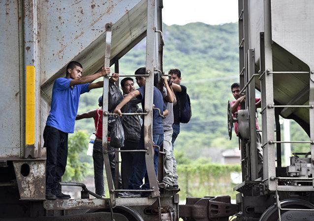 Inmigrantes ilegales en la frontera entre México y EEUU (archivo)