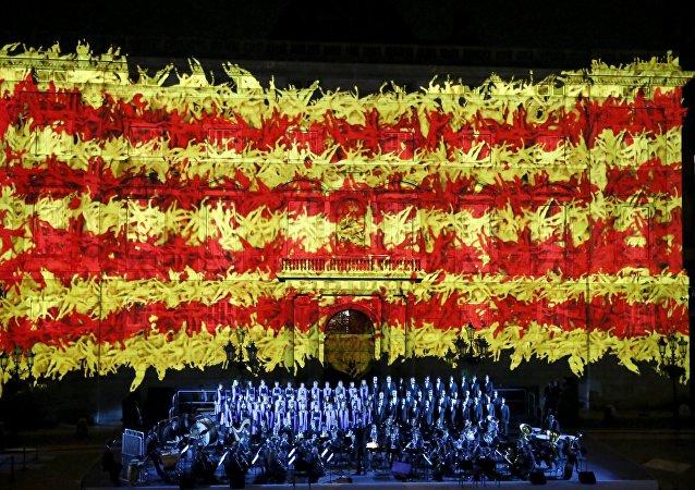 Bandere nacional de Cataluña en la fachada del palacio de la Generalidad durante una ceremonia para conmemorar 'Día Nacional de Cataluña'