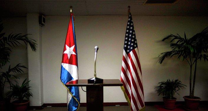 Banderas de EEUU y Cuba