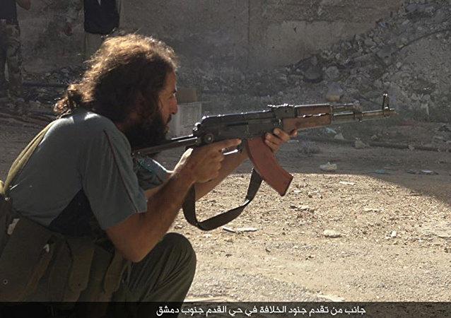 Un militante del Estado Islámico en el barrio Qadam de Damasco, Siria
