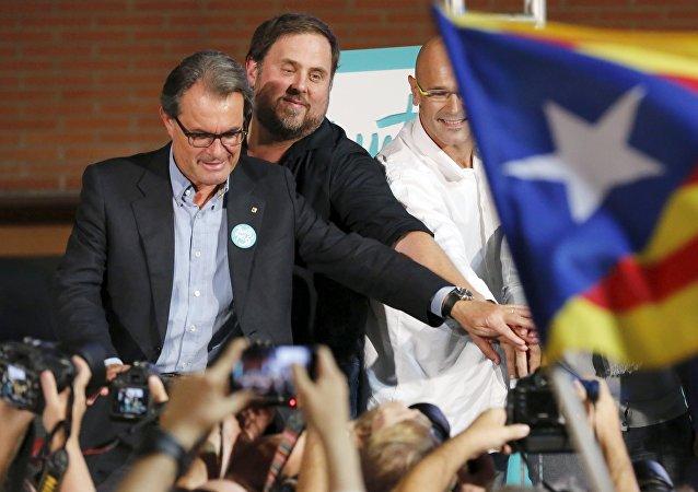 Los candidatos de la coalición electoral 'Junts Pel Sí' formada por los partidos cuyo objetivo es la declaración de la independencia de Cataluña