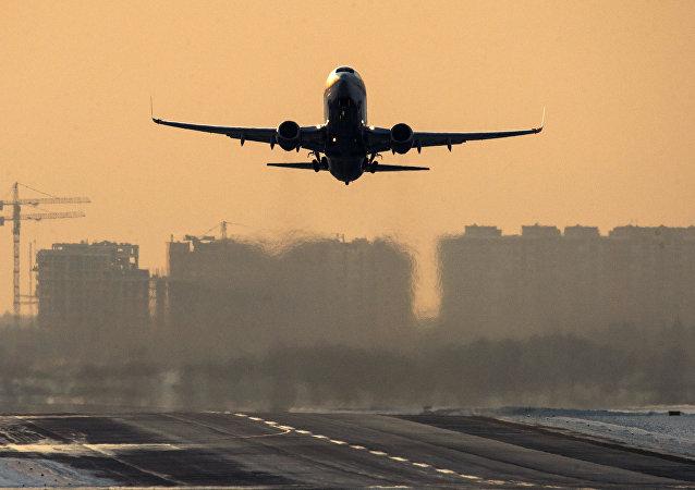 Avión despega del aeropuerto Sheremétievo en Moscú