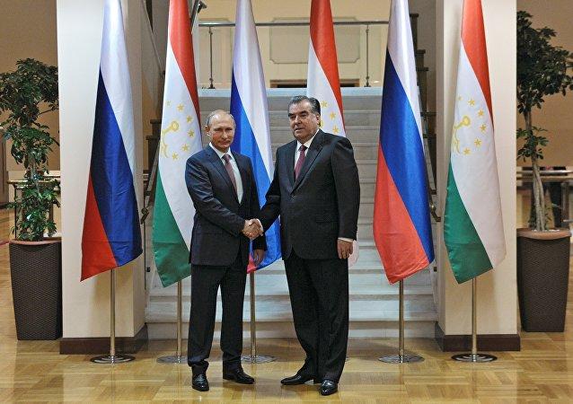 Presidente de Rusia, Vladímir Putin, y su homólogo tayiko, Emomali Rahmón