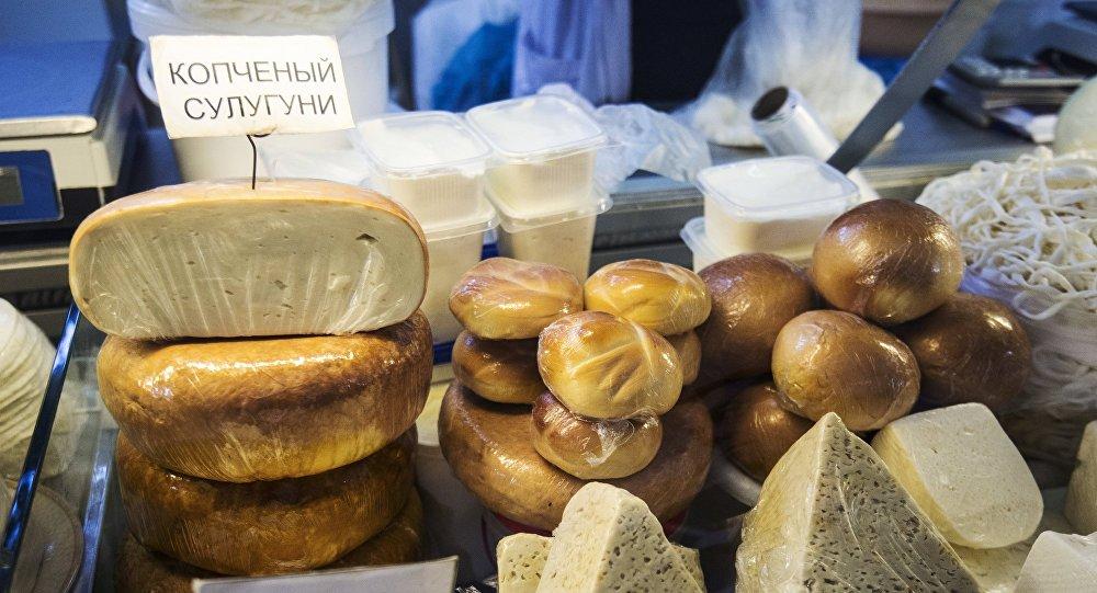 Productos lácteos en el mercado Dorogomílovski de Moscú