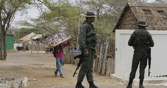 Policías venezolanos en la frontera con Columbia (archivo)