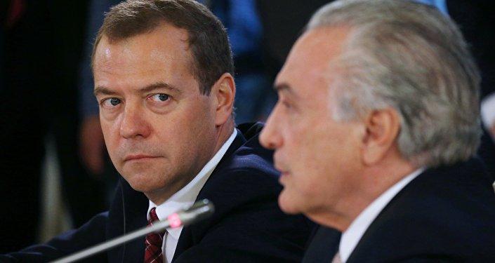 Primer ministro de Rusia, Dmitri Medvédev, y vicepresidente de Brasil, Michel Temer