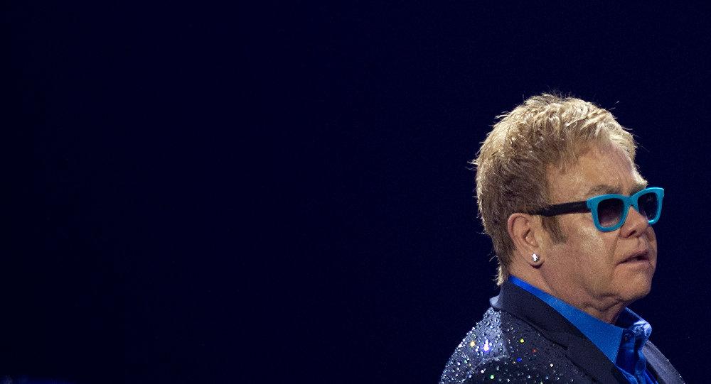 Elton John, cantante británico (archivo)