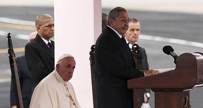 Papa Francisco y Raúl Castro, presidente de Cuba