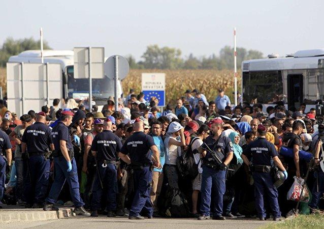 Más de 4.000 refugiados llegan a Hungría el sábado, según asesor presidencial