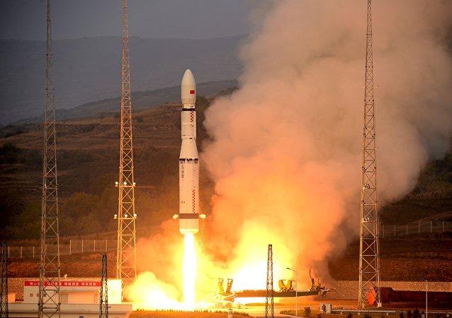 Lanzamiento del cohete Larga Marcha 6