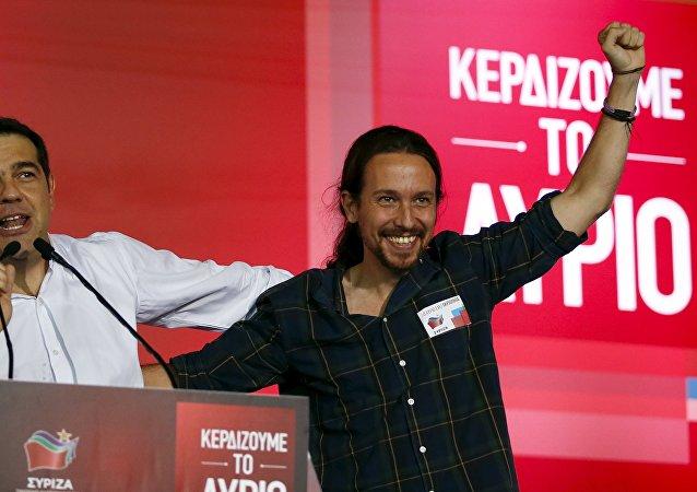 Pablo Iglesias (dcha.), secretario general de Podemos, y el dirigente de Syriza, Alexis Tsipras