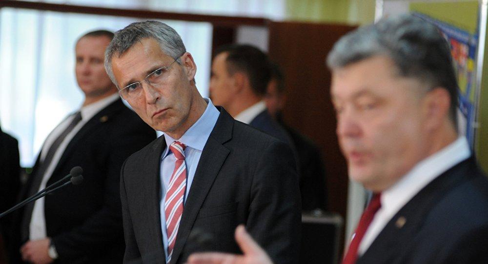 Jens Stoltenberg, secretario general de la OTAN y Petró Poroshenko, presidente de Ucrania