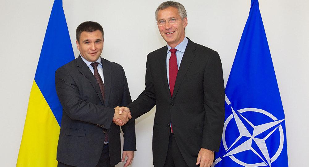 Ministro de Asuntos Exteriores de Ucrania, Pavló Klimkin, y el secretario general de la OTAN, Jens Stoltenberg