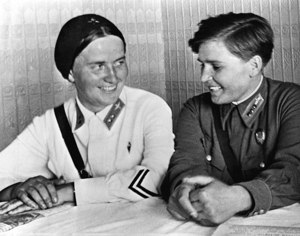 Polina Osipenko (a la derecha) y Marina Raskova