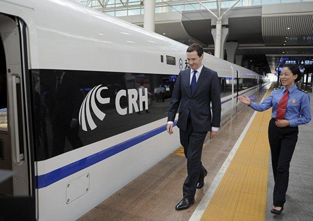 George Osborne, ministro de Finanzas de Gran Bretaña, durante su visita a China