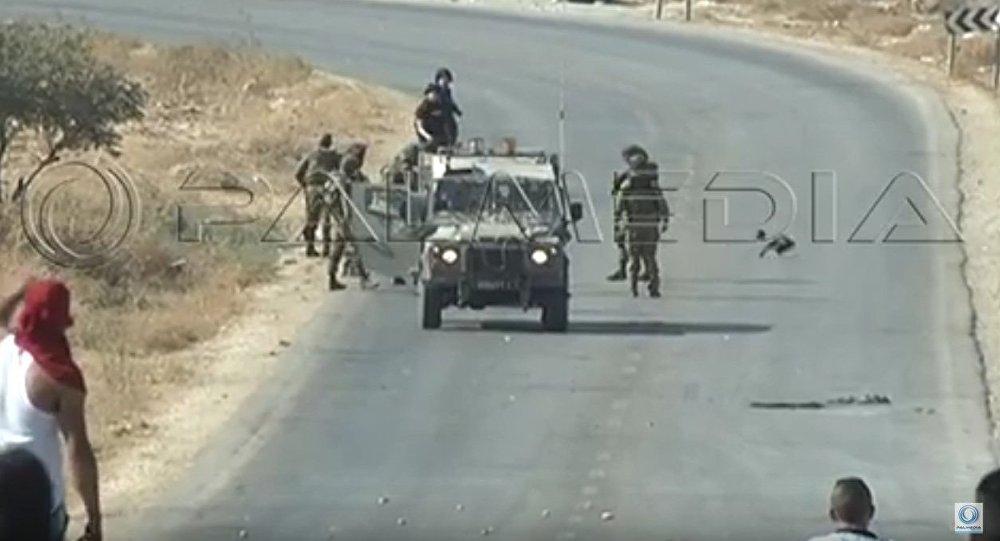 Soldados israelíes agreden a dos reporteros en Cisjordania