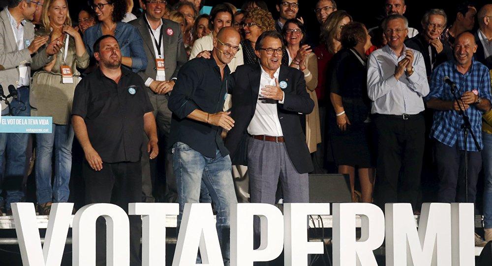 Presidente de ERC Oriol Junqueras, candidato de Junts pel Sí Raül Romeva y  presidente de Cataluña Artur Mas