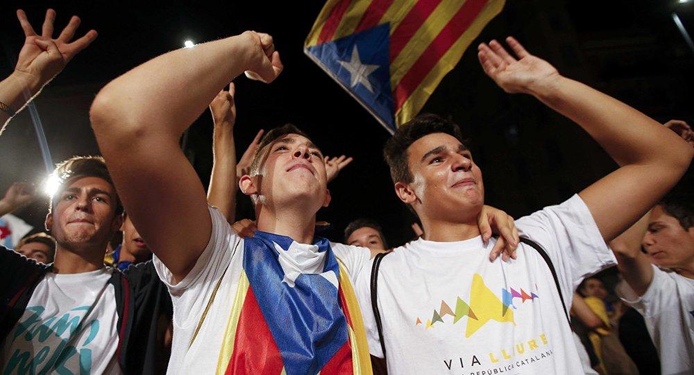 Independentistas catalanes ganan mayoría parlamentaria