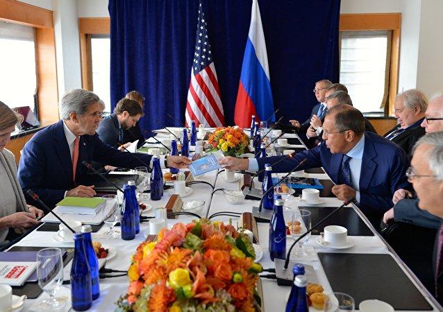 Secretario de Estado de EEUU, John Kerry y ministro de Exteriores de Rusia, Serguéi Lavrov
