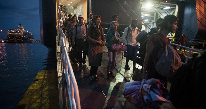 Ingresan a España casi 200 inmigrantes
