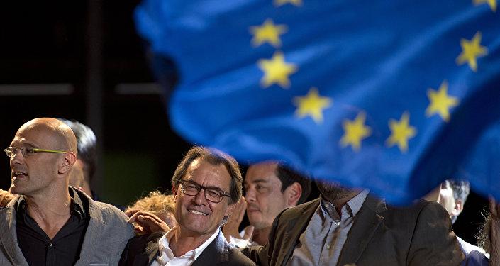 El presidente de Cataluña, Artur Ma y la cabeza de lista de 'Junts pel Si', Raül Romeva